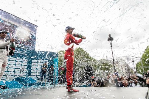 Lucas_Di_Grassi_celebrates_his_victory_with_Mumm_Grand_Cordon.jpg