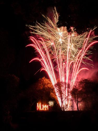 Un feu d'artifice en l'honneur des 30 ans du mecenat a ete tire du parc Mumm